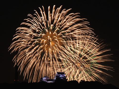 松山城と花火